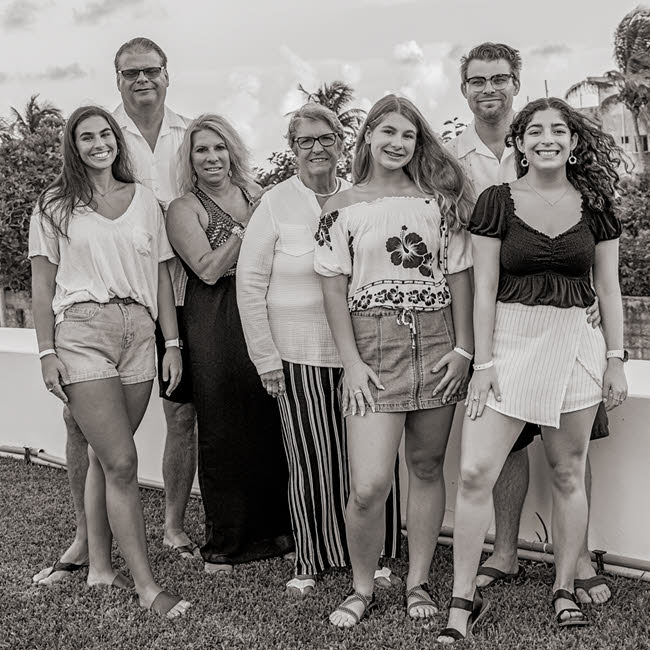 Black And White Family Portraits In Playa Del Carmen Mexico