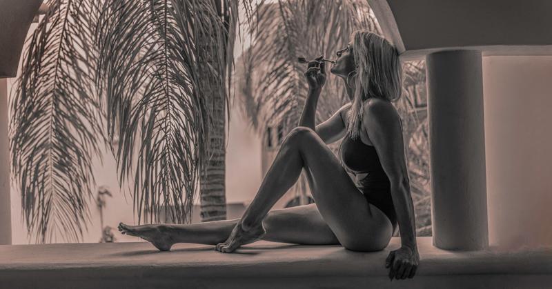 Black &Amp; White Photo Of Women Smoking A Pipe In Playa Del Carmen